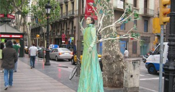 LasRamblas-street-performer