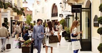 la-roca-village-chic-outlet-shopping