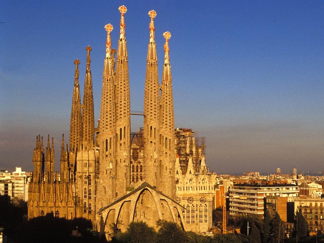 Barcelona 39 s modernist marvels barcelona connect for La sagrada familia church