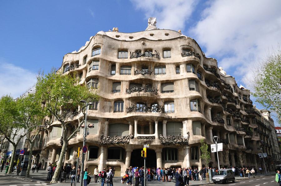 Casa Milà - Wikipedia