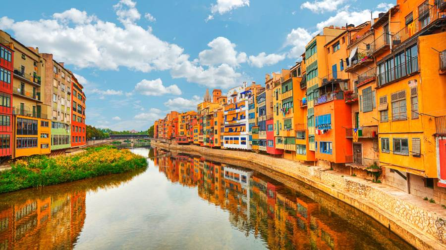 Жирона (Gerona/Girona), Испания - путеводитель, достопримечательности, что посмотреть в Жироне, туристический маршрут по городу с картой. Как проехать.