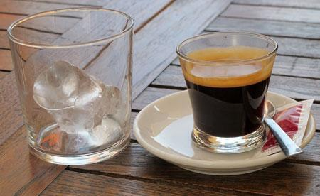 café con hielo