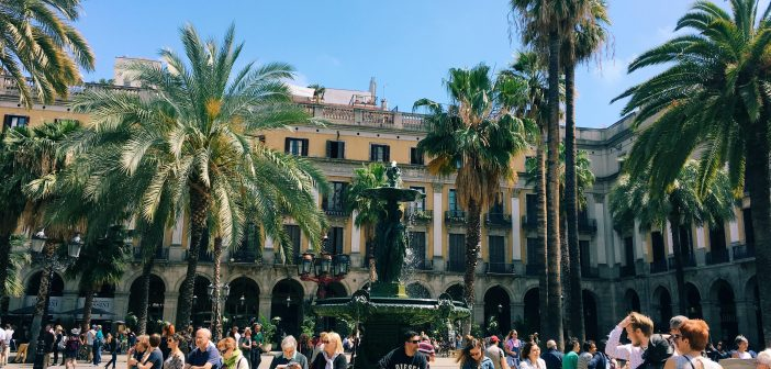 Plaça Reial: The Royalty of Barri Gótic