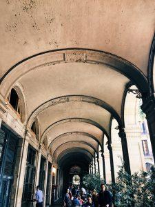 spanish arches placa reial