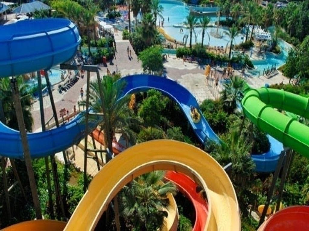 the best water parks near barcelona