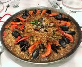 Eatwith Isabel: Paella Dinner with a Glamorous Local